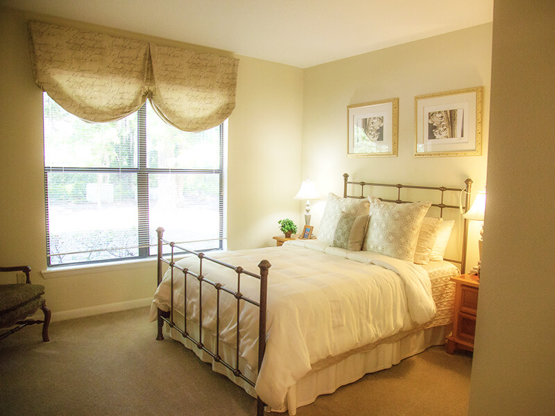 One bedroom apartments with a den available at our luxury - Gainesville apartments 1 bedroom ...